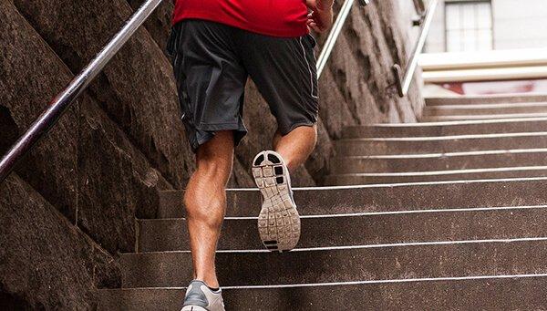 chạy cầu thang
